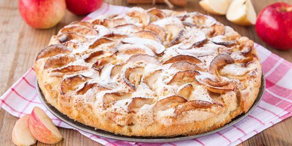 Самый простой вариант приготовления шарлотки с яблоками